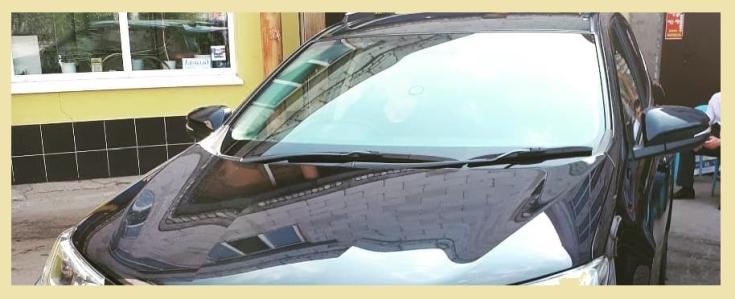 Очистка лобового стекла. Очищаем лобовое стекло автомобиля.