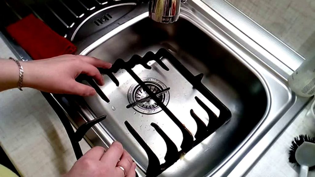 Как очистить решетку газовой плиты